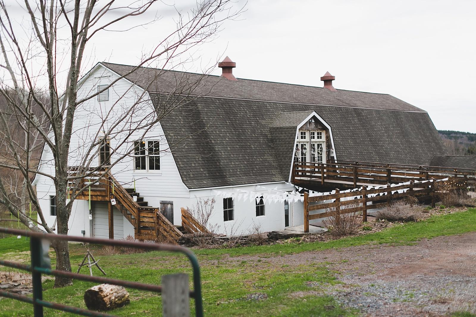Upstate_New_York_Barn_Wedding_02